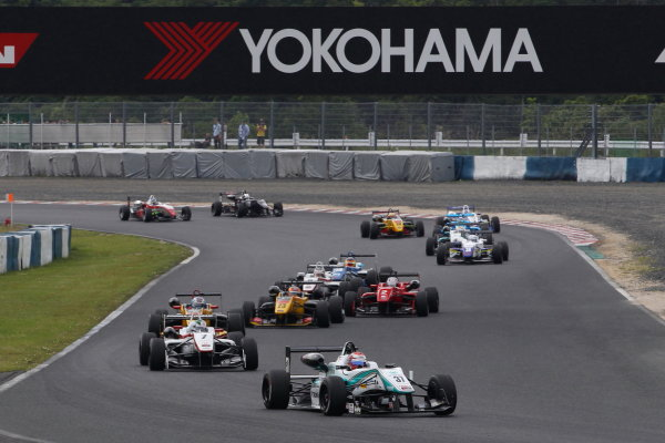 2015 Japanese Formula 3 Championship. Okayama, Japan. 23rd - 24th May 2015. Rd 6 & 7. Start of the Round 6, action  World Copyright: Masahide Kamio/LAT Photographic. Ref:  2015JF3_Rd6&7_001