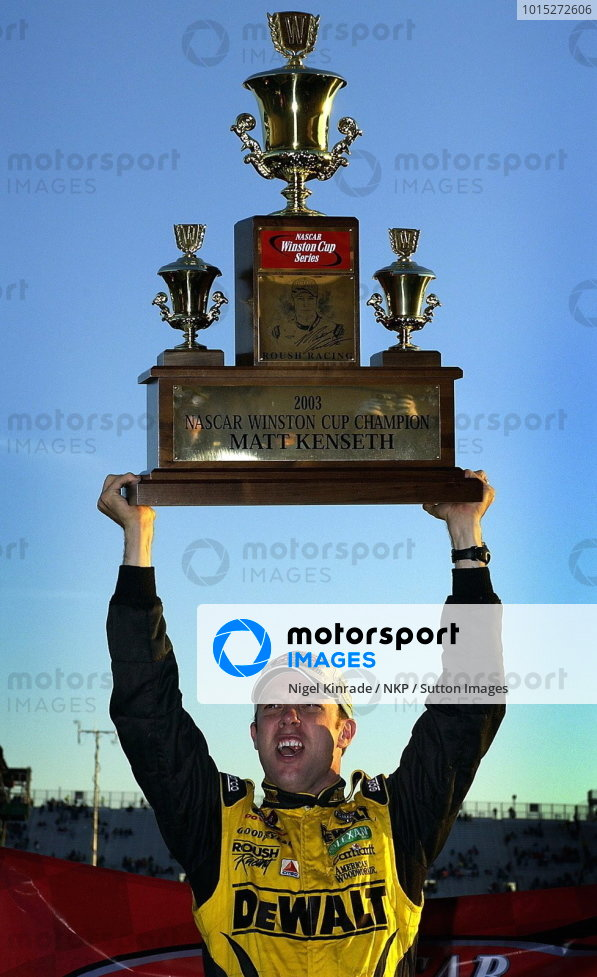 Matt Kenseth (USA), Smirnoff Ice/DeWalt Ford, wins his first Nascar Winston Cup Championship. 