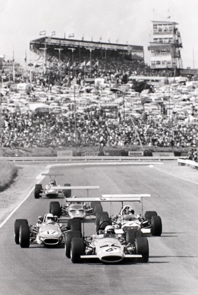 1969 South African Grand Prix Kyalami, South Africa. 1 March 1969 Bruce McLaren, McLaren M7A-Ford, 5th position, leads Sam Tingle, Brabham BT24-Repco, 8th position, Jo Siffert, Lotus 49B-Ford, 4th position, Mario Andretti, Lotus 49B-Ford, retired, and Chris Amon, Ferrari 312, retired, action World Copyright: LAT PhotographicRef: b&w Autosport print
