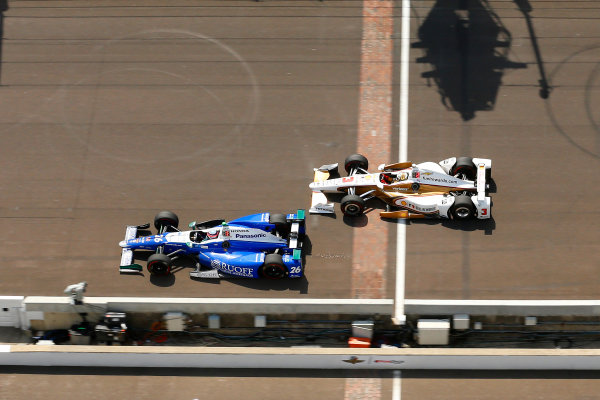 Verizon IndyCar Series Indianapolis 500 Race Indianapolis Motor Speedway, Indianapolis, IN USA Sunday 28 May 2017 Takuma Sato, Andretti Autosport Honda and Helio Castroneves, Team Penske Chevrolet World Copyright: Russell LaBounty LAT Images