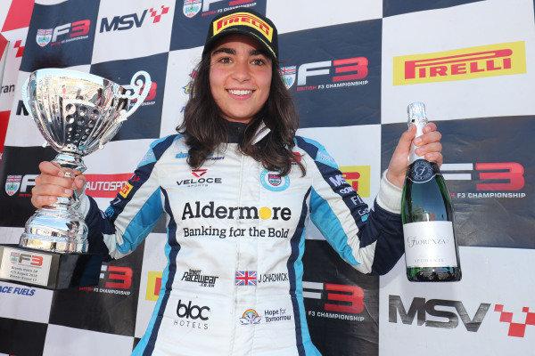 Jamie Chadwick becomes first woman to win BF3 race!