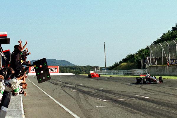 2001 Formula Nippon ChampionshipMine, Japan. 23rd September 2001.The race winner crosses the finish line.World Copyright: Yasushi Ishihara/LAT Photographicref: Digital Image Only