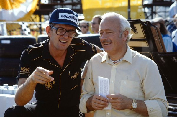 Caesars Palace, Las Vegas, Nevada, USA. 23-25 September 1982. Team Lotus manager Peter Warr talks to team boss Colin Chapman. Ref-82 LV 09. World Copyright - LAT Photographic