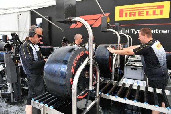 Pirelli Mechanics with tyres
