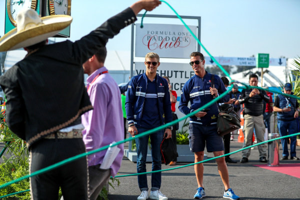 Marcus Ericsson (SWE) Sauber and Alex Elgh (SWE) Trainer at Formula One World Championship, Rd18, Mexican Grand Prix, Race, Circuit Hermanos Rodriguez, Mexico City, Mexico, Sunday 29 October 2017.