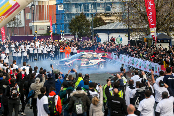 2017 FIA World Rally Championship, Round 12, Wales Rally GB, 26-29 October, 2017, Elfyn Evans, Ford, podium, celebration, donuts, Worldwide Copyright: LAT/McKlein