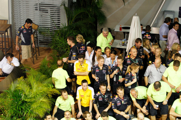Marina Bay Circuit, Singapore. Sunday 22nd September 2013.  Mark Webber, Red Bull Racing, not involved in the celebration team photo.  World Copyright: Jed Leicester/LAT Photographic. ref: Digital Image _JEL3263