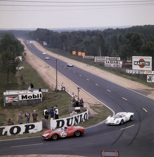 1967 Le Mans 24 hours. Le Mans, France. 10-11 June 1967. Chris Amon/Nino Vaccarella (Ferrari 330P4) lead at the Mulsanne Corner. A Race Through Time exhibition number 104. World Copyright - LAT Photographic
