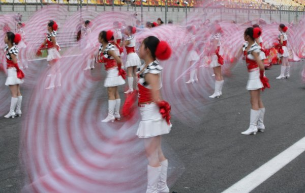 2005 Chinese Grand Prix - Thursday Preview, Shanghai, China. 13th October 2005  Chinese girls add colour. Atmosphere. World Copyright: Steve Etherington/LAT Photographic  ref: 48mb Hi Res Digital Image