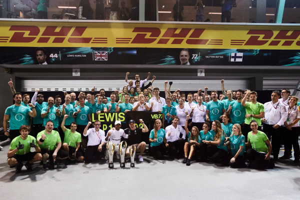 Marina Bay Circuit, Marina Bay, Singapore. Sunday 17 September 2017. Lewis Hamilton, Mercedes AMG, 1st Position, Valtteri Bottas, Mercedes AMG, 3rd Position, and the Mercedes team celebrate. World Copyright: Steve Etherington/LAT Images  ref: Digital Image SNE17398