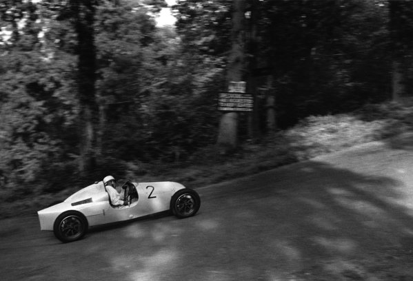 Shelsley Walsh, Great Britain. 25th September 1948.Stirling Moss (Cooper-JAP 500 MkII), 1st position in class, action.World Copyright: LAT Photographic.Ref:  3164B - 11A.