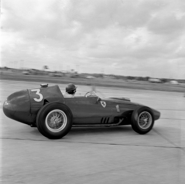 1959 United States Grand Prix.Sebring, Florida, USA.10-12 December 1959.Cliff Allison (Ferrari Dino 246) retired.Ref-5558.World Copyright - LAT Photographic