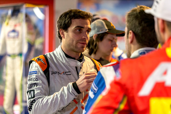 2016/2017 FIA Formula E Championship. Vegas eRace, Las Vegas, Nevada, United States of America. Wednesday 4 January 2017. Jerome d' Ambrosio (7, Faraday Future Dragon Racing), talks to Antonio Felix da Costa (28, Andretti Formula E).  Photo: Zak Mauger/LAT/Formula E ref: Digital Image _L0U5916