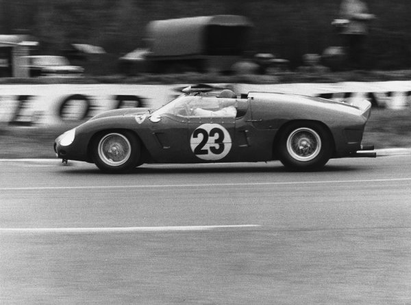 Le Mans, France. 10th - 11th June 1961 Wolfgang von Trips/Richie Ginther (Ferrari Dino 246 SP), retired, action. World Copyright: LAT Photographic Ref:  B/WPRINT.