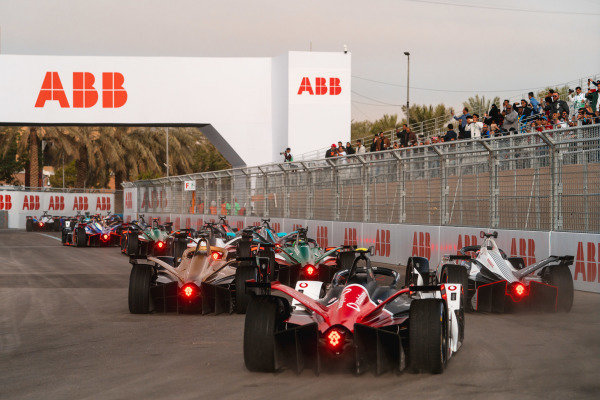 Antonio Felix da Costa (PRT), DS Techeetah, DS E-Tense FE20 leads Brendon Hartley (NZL), GEOX Dragon, Penske EV-4 and Neel Jani (CHE), Tag Heuer Porsche, Porsche 99x Electric