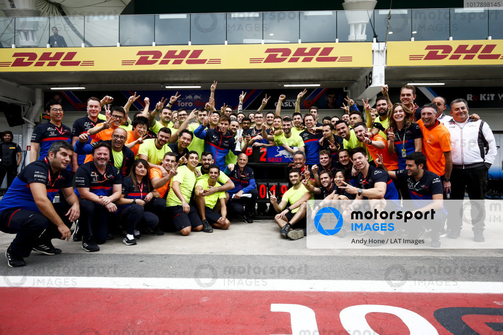 Pierre Gasly, Toro Rosso team photo for finishing third