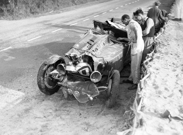 The wreckage of René Kippeurth / René Poulain, Bugatti T44.