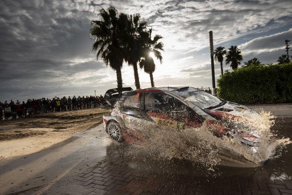 Ott Tänak, Toyota Gazoo Racing, Toyota Yaris WRC 2018, splashing through the puddles on the Salou street stage