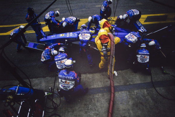 Giancarlo Fisichella, Benetton B198 Playlife, makes a pitstop.