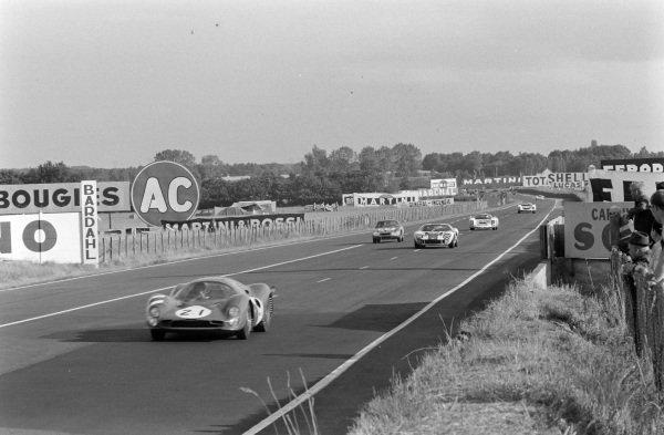 Lorenzo Bandini / Jean Guichet, SpA Ferrari SEFAC, Ferrari 330 P3, leads a group of car.