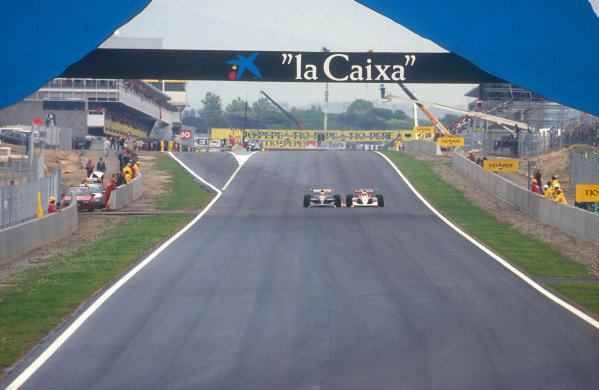 1991 Spanish Grand Prix.Catalunya, Barcelona, Spain.27-29 September 1991.Nigel Mansell (Williams FW14 Renault) battles wheel to wheel with Ayrton Senna (McLaren MP4/6 Honda) down the full length of the start/finish straight before overtaking him into turn 1 for 2nd place. They finished in 1st and 5th positions respectively.Ref-91 ESP 03.World Copyright - LAT Photographic