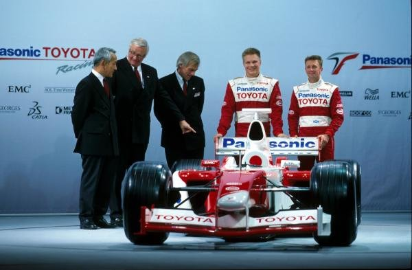 L-R: Ove Andersson (SWE), Gustav Brunner (AUT), Mika Salo (FIN), Allan McNish (GBR) Toyota TF102 Launch, Cologne 17 December 2001 BEST IMAGE