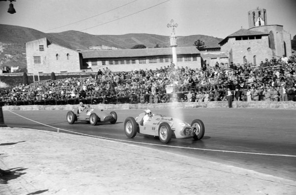 Georges Grignard, Talbot-Lago T26C, leads Alberto Ascari, Ferrari 375.