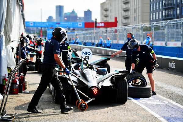 Oliver Turvey (GBR), NIO 333, NIO 333 001, in the pits