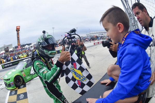 #42: Kyle Larson, Chip Ganassi Racing, Chevrolet Camaro Clover celebrates his win