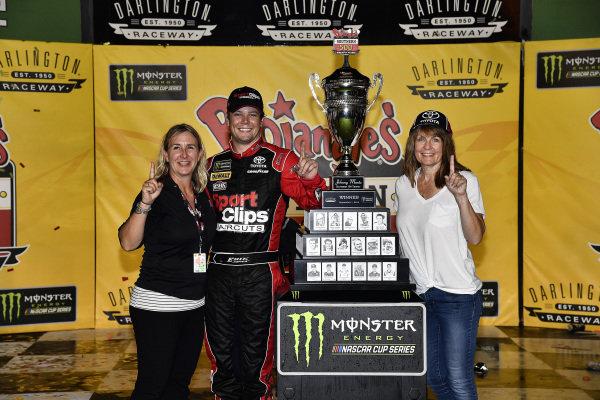 #20: Erik Jones, Joe Gibbs Racing, Toyota Camry Sport Clips Throwback wins
