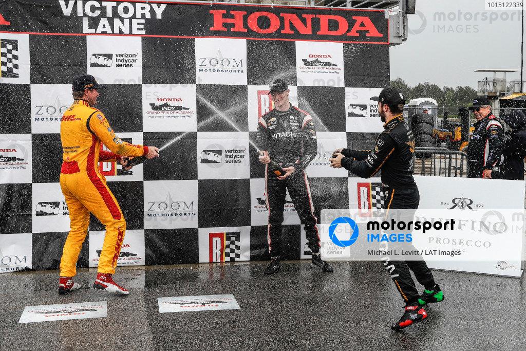 Ryan Hunter-Reay, Andretti Autosport Honda, Josef Newgarden, Team Penske Chevrolet,  James Hinchcliffe, Schmidt Peterson Motorsports Honda, podium, champagne
