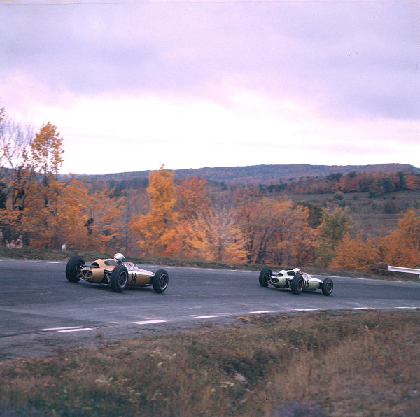 1962 United States Grand Prix.Watkins Glen, New York, USA.5-7 October 1962.Roger Penske (Team Zerex/Lotus 24 Climax) chases Innes Ireland (UDT Laystall Racing Team/Lotus 24 Climax). They finished in 9th and 8th positions respectively.Ref-690M.World Copyright - LAT Photographic