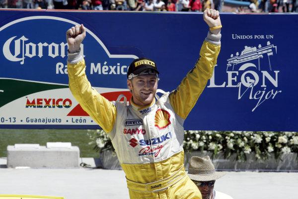 2005 FIA World Rally Champs. Round threeRally Mexico.10th - 13th March 2005.Guy Wilks, Suzuki, Podium.World Copyright: McKlein/LAT