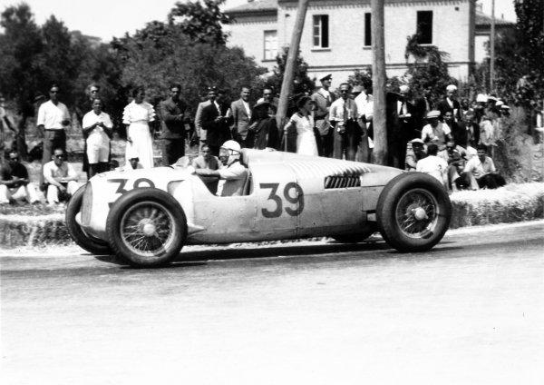 1935 Coppa Acerbo Pescara, Italy. 15 August 1935 Achille Varzi, Auto Union B, 1st position, action World Copyright: Robert Fellowes/LAT PhotographicRef: 35CA10