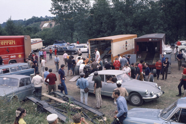Clermont-Ferrand, France. 6 July 1969 The cars unload in the paddock, atmosphere World Copyright: LAT Photographic. Ref: 69FRA22.
