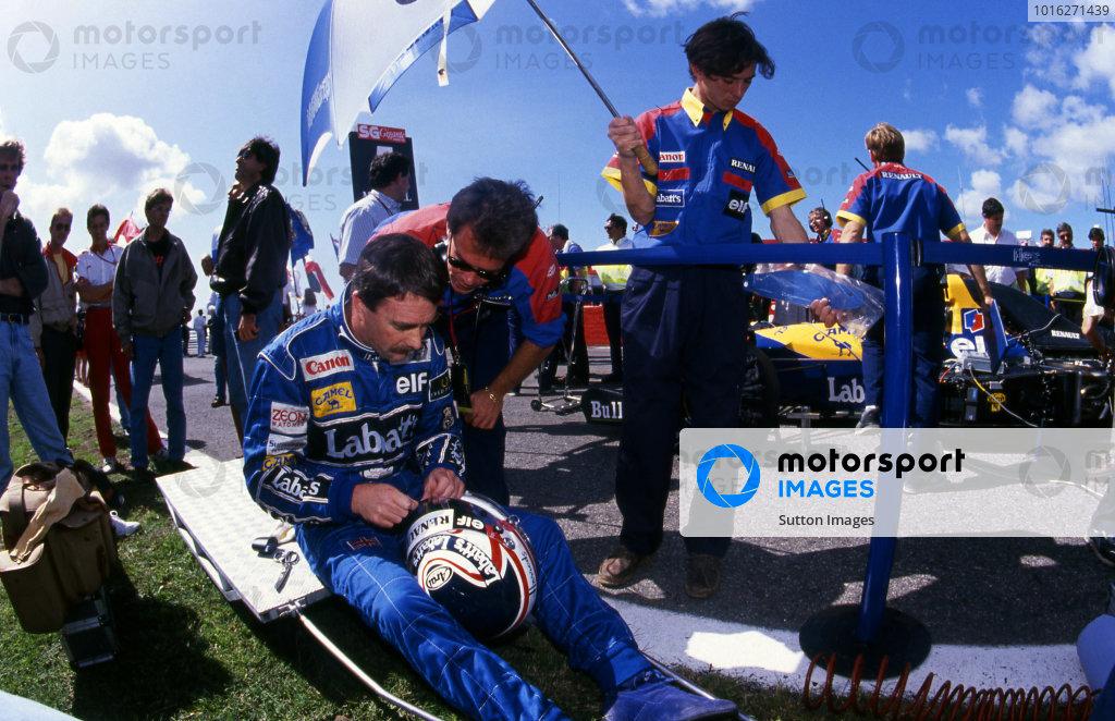 Nigel Mansell (GBR) Williams and Peter Windsor (GBR) Williams Sponsorship Manager, on the grid. Portuguese Grand Prix, Rd14, Estoril, Portugal, 27 September 1992.