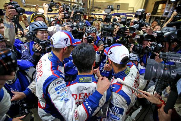 Alex Wurz (AUT) / Stephane Sarrazin (FRA) / Kazuki Nakajima (JPN) Toyota Racing celebrate pole position. Le Mans 24 Hours, Le Mans, France, 12-14 June 2014.