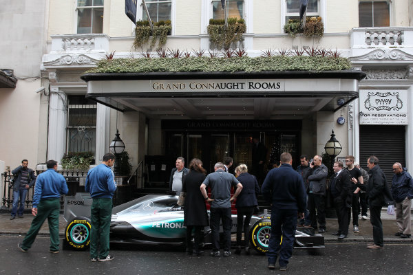 2015 British Racing Drivers Club Awards Grand Connaught Rooms, London Monday 7th December 2015 Lewis Hamilton's F1 Mercedes in the street outside the venue. World Copyright: Jakob Ebrey/LAT Photographic ref: Digital Image Mercedes-07 (2)