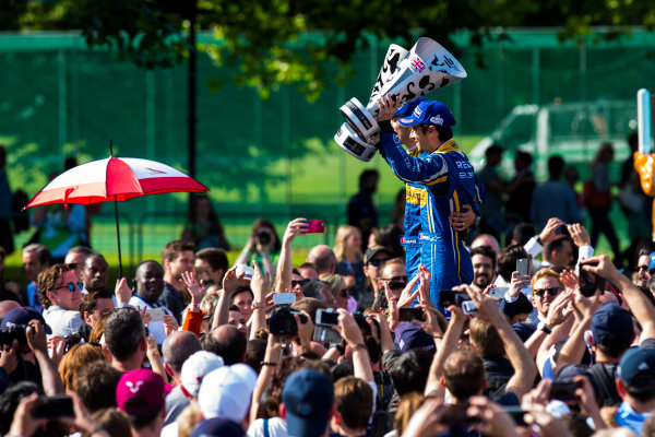 2015/2016 FIA Formula E Championship. London ePrix, Battersea Park, London, United Kingdom. Sunday 3 July 2016. Nicolas Prost (FRA), Renault e.Dams Z.E.15 and Sebastien Buemi (SUI), Renault e.Dams Z.E.15  Photo: Zak Mauger/LAT/Formula E ref: Digital Image _79P3135
