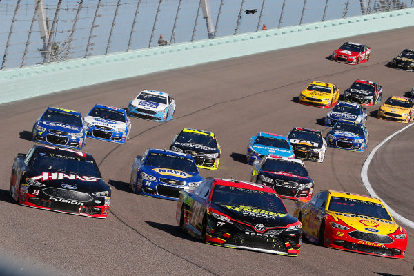 Monster Energy NASCAR Cup Series Ford EcoBoost 400 Homestead-Miami Speedway, Homestead, FL USA Sunday 19 November 2017 Erik Jones, Furniture Row Racing, 5-hour ENERGY Extra Strength Toyota Camry, Joey Logano, Team Penske, Ford Fusion and Clint Bowyer, Stewart-Haas Racing, Haas Automation Ford Fusion World Copyright: Russell LaBounty LAT Images