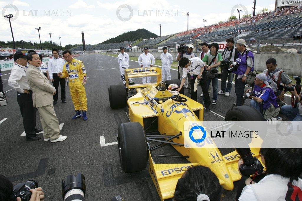 2007 Formula Nippon ChampionshipTwinring Motegi, Japan.19th - 20th May 2007Satoru Nakajima, Lotus Honda 100T, demonstration. Portrait. World Copyright: Yasushi Ishihara/LAT Photographicref: Digital Image 2007_FN_Rd3_021