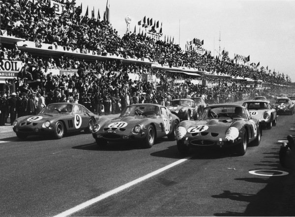Le Mans, France. 15th - 16th June 1963.Start of the race, action. World Copyright: LAT Photographic.Ref:  L63 - 177-10A.