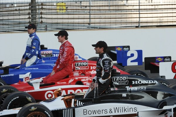 2011 top three Indy 500 qualifiers (r-l): Alex Tagliani (CDN) Sam Schmidt Motorsport; Scott Dixon (NZL) Target Ganassi Racing; Oriol Servia (ESP) Newman Haas Racing.IndyCar Series, Rd5, Indianapolis 500 Qualifying, Indianapolis Motor Speedway, Indianapolis, IN. USA 14 - 29 May 2011.