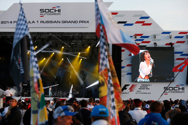 Sochi Autodrom, Sochi, Russia. Sunday 12 October 2014. The F1 concert in full swing. World Copyright: Charles Coates/LAT Photographic. ref: Digital Image _J5R4226