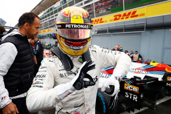 Autodromo Nazionale di Monza, Italy. Saturday 02 September 2017. Lewis Hamilton, Mercedes AMG, celebrates after taking his 69th F1 Pole Position. World Copyright: Steven Tee/LAT Images  ref: Digital Image _R3I4973