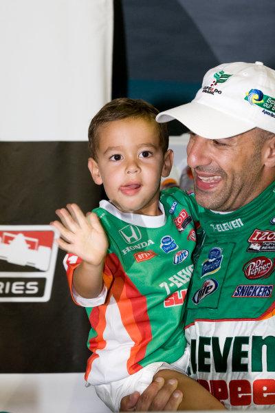 1-2 October, 2010, Homestead, Florida USATony Kanaan celebrates with son Leo©2010, Dan Streck, USALAT Photographic