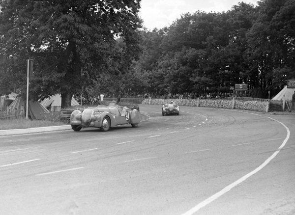 Charles de Cortanze / Marcel Contet, E. Darl'Mat, Peugeot 402 DS, leads Jean Pujol, Louis Rigal, E. Darl'Mat, Peugeot 402 DS.