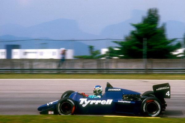 1985 Brazilian Grand Prix.Jacarepagua, Rio De Janeiro, Brazil.5-7 April 1985.Stefan Johansson (Tyrrell 012 Ford) 7th position.Ref-85 BRA 20.World Copyright - LAT Photographic