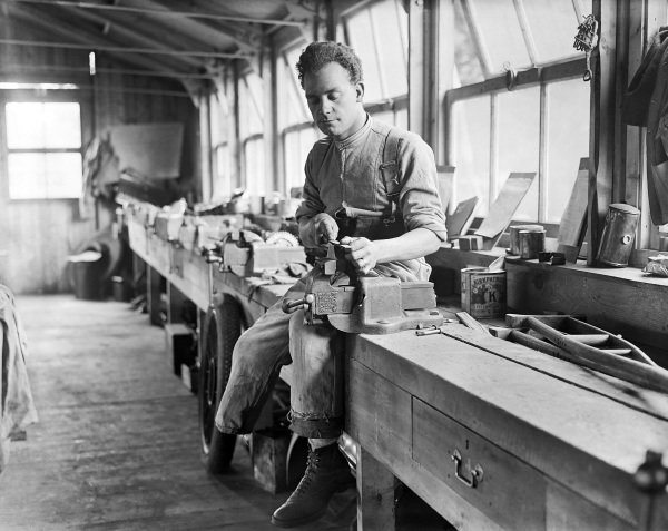 A wounded New Zealand soldier uses a file in the workshop of the Oatlands Park Hospital, Weybridge.