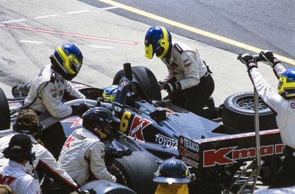 Cristiano da Matta, Newman-Haas Racing, Lola B1/00 Toyota, makes a pitstop.